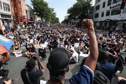 É justo se rebelar: a revolta popular nos EUA e o retorno dos protestos no Brasil